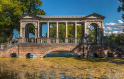 Marmorbro, Catherine Park, St Petersburg Royaltyfri Fotografi