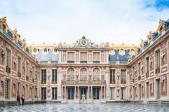 Marmordomstol på slotten av Versailles Royaltyfri Foto