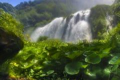 Marmore瀑布 美丽和强有力的瀑布 最高在欧洲 翁布里亚意大利 免版税库存图片