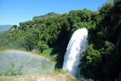 Marmore fällt mit Regenbogen Lizenzfreie Stockfotos