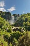 Marmore spadki są spowodowany przez człowieka siklawą tworzącym antycznymi Romans lokalizować blisko Terni, Włochy obrazy stock