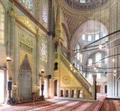 Marmorera blom- guld- utsmyckat minbar och nischen, den blåa moskén, Istanbul, Turkiet Arkivfoton