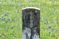 Marmorera gravstenen för en okänd soldat i en södra Texas kyrkogård royaltyfri bild