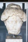 Marmorera huvudet av en grekisk kvinna, den forntida marknadsplatsen, Aten, Grekland Royaltyfri Foto