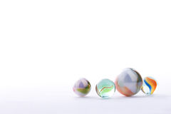 Marmorizza le palle isolate su fondo bianco Fotografia Stock Libera da Diritti