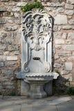 Marmorizzi la fontanella scolpita al parco di Gulhane, Costantinopoli, Turchia Immagini Stock
