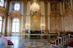 Marmorkorridor av den Mirabell slotten arkivfoton