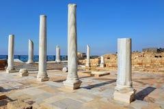 Marmorpelare på Caesarea Arkivbild