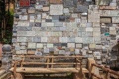 Marmorplattor med de religiösa texterna, Las Lajas fristad Royaltyfria Bilder