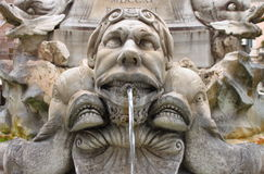 Marmorspringbrunn i panteon, Rome Arkivbilder