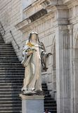 Marmorstatue von St. Scholastica durch P Campi von Carrara, im Kloster von Bramante, Benediktinerabtei von Montecassino Italien Lizenzfreie Stockfotos