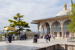 Marmorterrasse mit Bagdad-Kiosk Stockfotos