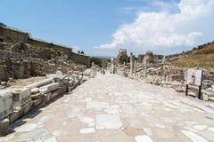 Marmorväg Den forntida staden av Ephesus Efes i turk som lokaliseras nära den Selcuk staden av Izmir Turkiet royaltyfria bilder