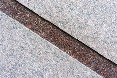 Marmorwand mit einem Schrägstreifen des Marmors einer anderen Farbe Stockfoto