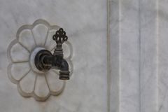 Marmorwasserhahn/alte türkische Osmaneart Lizenzfreies Stockfoto