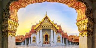 Marmurowa świątynia Bangkok, Tajlandia Szeroki kąta widok sławny fotografia stock