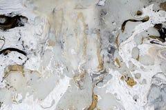 Marmurowa tło tekstura z złota, czerni, popielatych i białych kolorami, używać akrylowego dolewania sztuki średnią technik obrazy royalty free