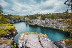 Marmurowy łup w Ruskeala góry parku, Karelia fotografia stock