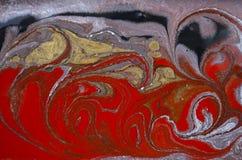 Marmurowy abstrakcjonistyczny akrylowy tło Czerwona i złocista marmoryzaci grafiki tekstura Agat czochry wzór Złoto proszek Zdjęcie Stock