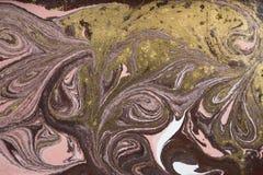 Marmurowy abstrakcjonistyczny akrylowy tło Różowa i błękitna marmoryzaci grafiki tekstura Agat czochry wzór Złoto proszek Fotografia Stock