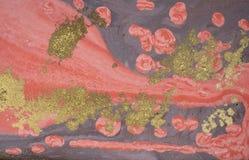Marmurowy abstrakcjonistyczny akrylowy tło Różowa i złocista marmoryzaci grafiki tekstura Agat czochry wzór Złoto proszek Zdjęcie Stock