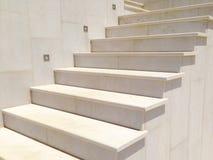 marmurowy biały schody wykładający lekki wapnia kamień Zdjęcie Stock