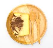 Marmurowy miękki masło tort na drewnianym talerzu, odgórny widok obrazy royalty free