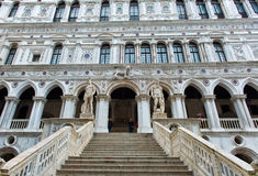 Marmurowy schody przy doża pałac w Wenecja, Włochy zdjęcie stock