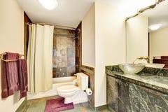 Marmurowy sypialni wnętrze z nowożytnym szklanym zlew obrazy royalty free