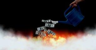 Marnowanie pieniądze notatki w palenie podpalają ilustracja wektor