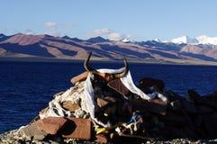 Marnyi石头在湖 免版税库存图片