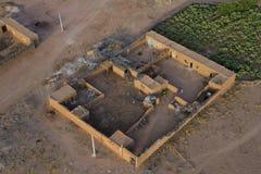Maroc bosättning i öknen nära Marrakech den flyg- sikten Royaltyfri Bild