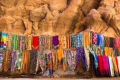 Maroccanwinkel met lokale stof Royalty-vrije Stock Afbeeldingen