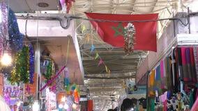 Marockansk flagga i marknaden arkivfilmer