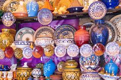 Marockansk keramik i Assilah royaltyfria foton