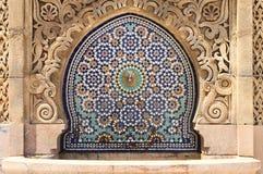 Marockansk springbrunn med mosaiktegelplattor fotografering för bildbyråer
