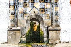 Marockansk väggspringbrunn royaltyfria foton