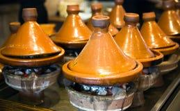 Marockanska keramiska tajines Arkivbilder