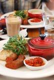 Marockanska Shakshouka bakade ägg och Chorizo royaltyfri bild