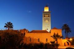 Marocko Marrakesh Koutoubia moské på natten Arkivfoto