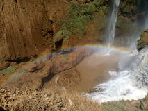 Marocko Ouzoud nedgångar med regnbågen Arkivbilder