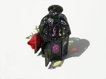 Marokańczyka inspirowany lampion i czerwieni róża Zdjęcie Royalty Free