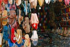 Marokański souk wykonuje ręcznie pamiątki w Medina, Essaouira, Maroko Obraz Stock