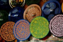 Marokkaanse Arabische Aardewerkplaten Stock Fotografie