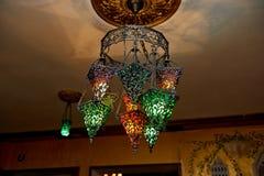 Marokkaanse die lampen van gebrandschilderd glas worden gemaakt Een paar lichten warm Royalty-vrije Stock Foto