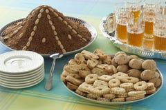 Marokkaanse feestelijke eigengemaakte koekjes, selou en thee Stock Foto