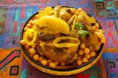 Marokkaanse kip met kekers en citroenen Stock Foto's