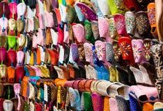 Marokkaanse leerschoenen Stock Foto's