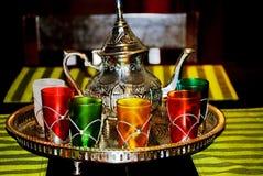 Marokkaanse reeks van koppen en theepot Stock Afbeeldingen