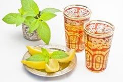 Marokkaanse thee met citroen en munt Stock Foto